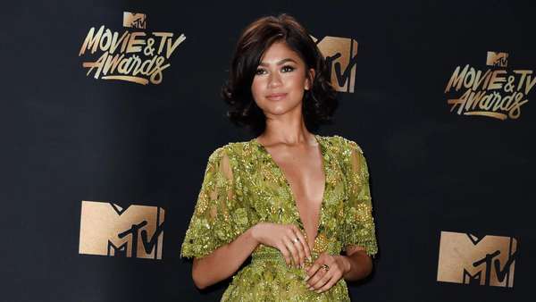 Penampilan Cantik dan Seksi Para Seleb di MTV Movie and TV Awards