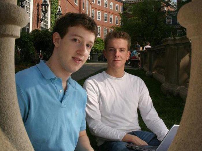 Zuckerberg dan Chris Hughes kala muda. Foto: thechive