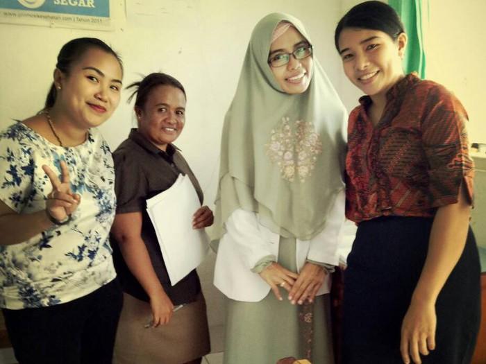 dr Ela (yang mengenakan hijab)/Foto: dok. pribadi