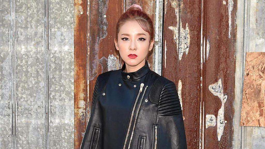 Viral, Bintang K-Pop Tampil Seperti Pakai Hijab di Paris Fashion Week