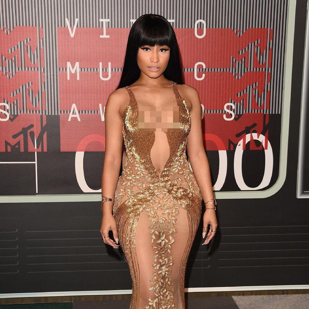 Kobaran Api di Gurun Pasir dalam Klip Ganja Burn Nicki Minaj