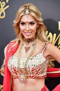 Pakai Baju India ke Karpet Merah, Aktris AS Ini Tuai Kontroversi