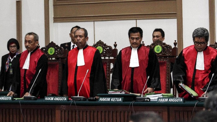 Basuki Tjahaja Purnama (Ahok) menjalani sidang vonis kasus dugaan penistaan agama di aula Kementerian Pertanian, Jakarta, Selasa (9/5/2017).