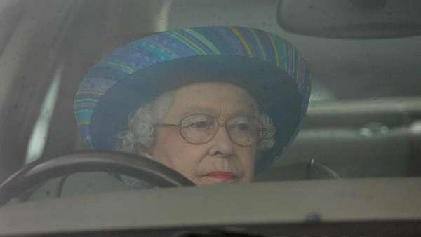 Pangeran Philip Kecelakaan, Ratu Elizabeth Enggan Nyetir Lagi