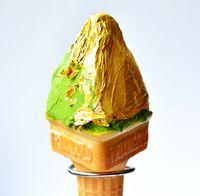 Kalau ke Jepang, Jangan Lupa Cicipi Es Krim Matcha Berlapis Daun Emas Ini!