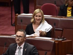 Pertamakalinya, Politisi Susui Bayi Sambil Berpidato di Ruang Parlemen