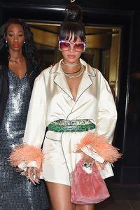 Syahrini Pakai Kacamata Gucci Rp 16 Juta yang Mirip Seperti Rihanna f687a67e21