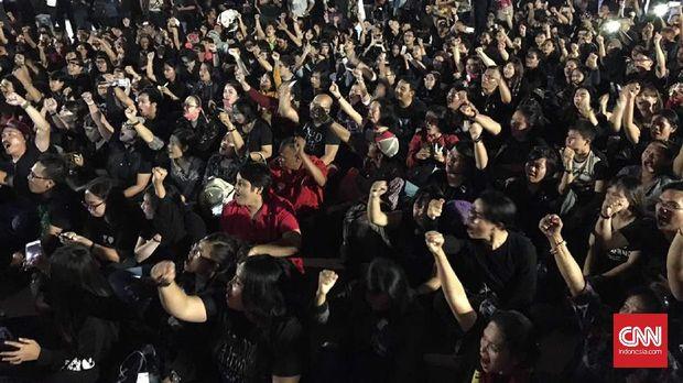 Massa pendukung Ahok.