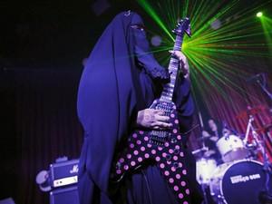 4 Hijabers Bercadar yang Terkenal, Pilot Hingga Gitaris Band Metal