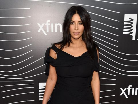 Kulit Merah dan Bersisik, Ini Cara Kim Kardashian Mengobatinya