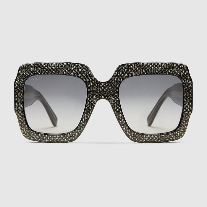 Foto  ist. Foto  ist. Jakarta - Kacamata hitam oversized dari lini Gucci ... c8747afa85
