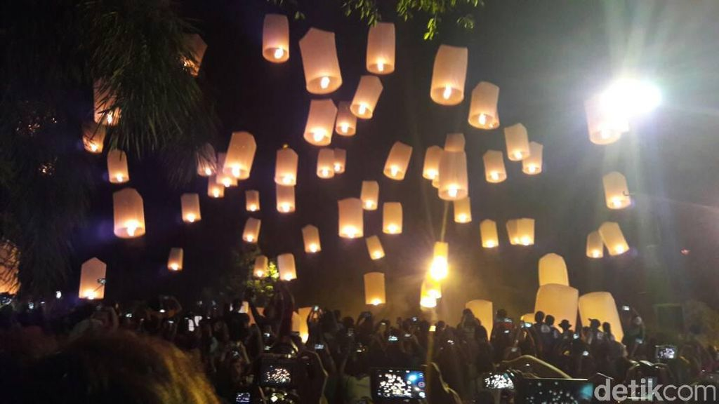 Video Serunya Mempersiapkan Lampion Waisak