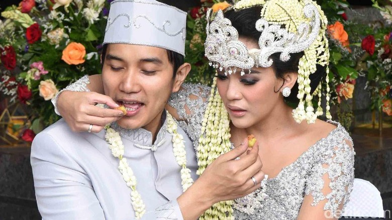 Selamat! Fikha dan Lale Maliq & DEssentials Menikah