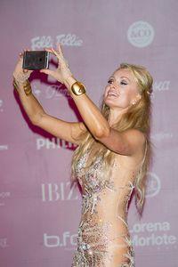 Paris Hilton Mengklaim Sebagai Pencipta Pertama Tren Selfie