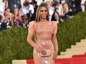 Ingin Punya Perut Rata Seperti Beyonce dan Megan Fox? Tiru Pola Makan Mereka (2)