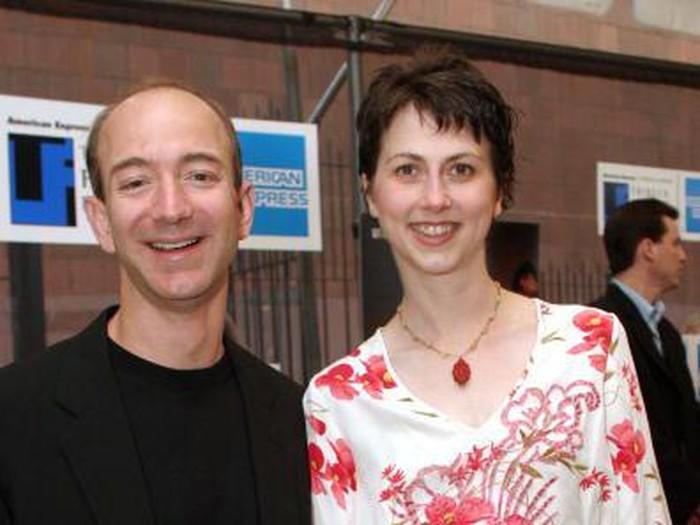 Jeff Bezos dan MacKenzie kala masih cukup muda, jauh sebelum mau bercerai. Foto: Getty Images