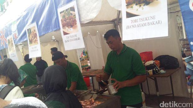 Stand kuliner yang ramai dikunjungi pengunjung