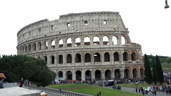 Kemudian, Roma di Italia juga jadi salah satu negara yang akan hits tahun depan. Siapa yang tidak tertarik untuk melihat Coloseum dan peninggalan bersejarah lainnya? (Irfan Padli/Trans7)