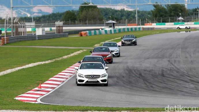 Sensasi Mobil Balap Mercedes-AMG Seri 43