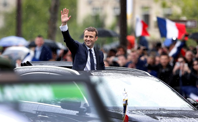 French President Emmanuel Macron looks out from his car as he leaves the Hotel de Ville in Paris, France, May 14, 2017.     REUTERS/Francois Lenoir