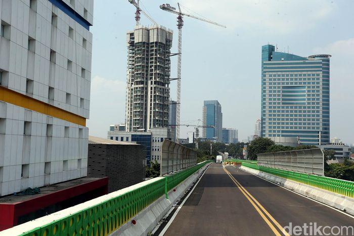 Meski sudah di resmikan pada 22 Juni mendatang, TransJakarta koridor 13 belum bisa beroperasi secara penuh, karena masih ada beberapa perbaikan.