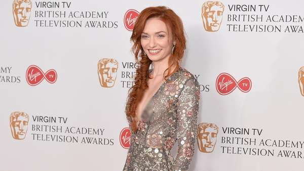 Eleanor Tomlinson Tampil Superseksi di BAFTA Awards