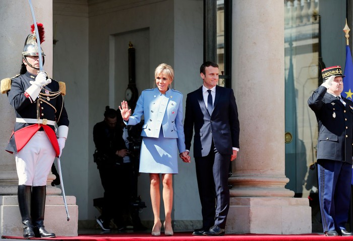 PARIS, FRANCE - MAY 14:  Wife of Frances newly-elected President Emmanuel Macron, Brigitte Trogneux arrives at the Elysee Presidential Palace for the handover ceremony between Frances newly-elected President Emmanuel Macron and outgoing President Francois Hollande on May 14, 2017 in Paris, France. Macron was elected President of the French Republic on May 07, 2017 with 66,1 % of the votes cast.  (Photo by Thierry Chesnot/Getty Images)