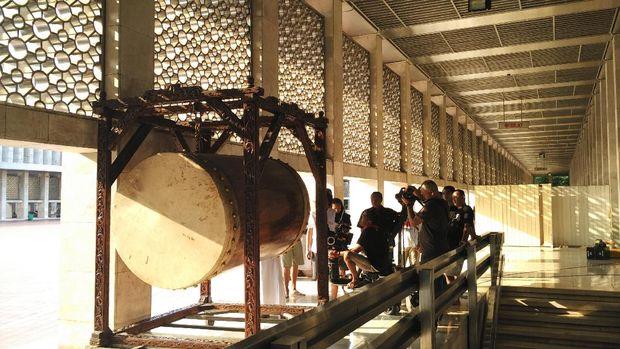 Proses syuting 'Guru Ngaji & Badut Maksimal' di Masjid Istiqlal.