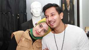 So Glamour... Fairuz A Rafiq Bergaya ala Broadway