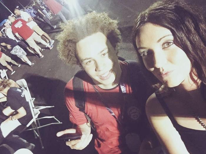 Marcus (kiri) bersama teman wanitanya. Foto: istimewa