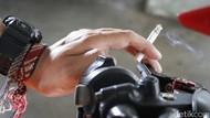 Merokok Sambil Berkendara Ganggu Konsentrasi dan Menimbulkan Kecelakaan