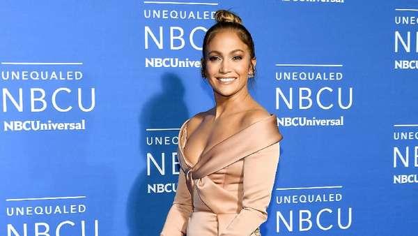 Pesona Jennifer Lopez yang Tak Pernah Pudar