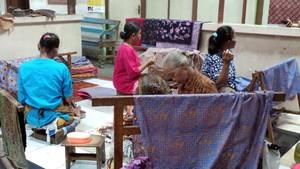 Hari Batik Nasional, Main ke Kampung Batik yang Unik