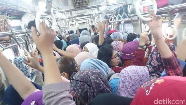 Sejarah Gerbong KRL Khusus Wanita di Indonesia dan Negara Lain