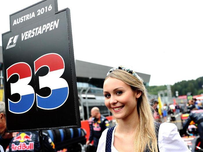 Formula 1 memutuskan takkan lagi menggunakan Grid Girl mulai musim ini. Salah satu alasannya adalah karena kehadiran para gadis ini tak punya pengaruh signifikan terhadap promosi F1. (Foto: Getty Images Sport)