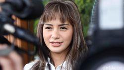 Kirana Larasati Lelang Barang Pribadi untuk Bantu Atasi Corona
