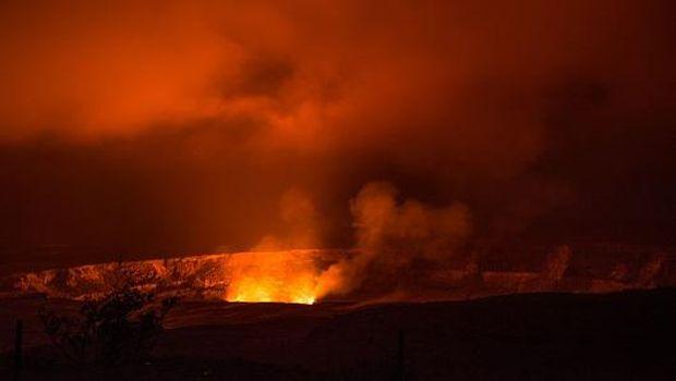 Kawah ini disebut juga danau lava (National Park Service)