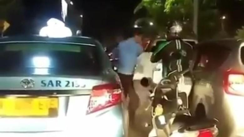 Viral Duel Sopir Taksi vs Pengemudi Mobil ala Mortal Kombat