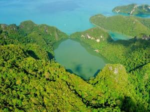Mitos Kesuburan di Danau Dayang Bunting