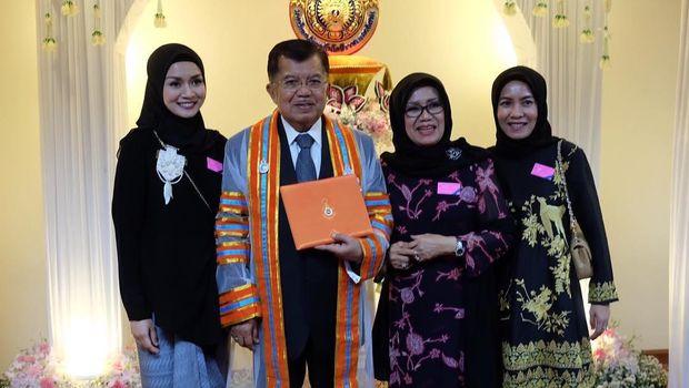 Foto: Gaya Hijab Simpel Chairani Jusuf Kalla