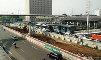 LRT Jabodebek di MT Haryono
