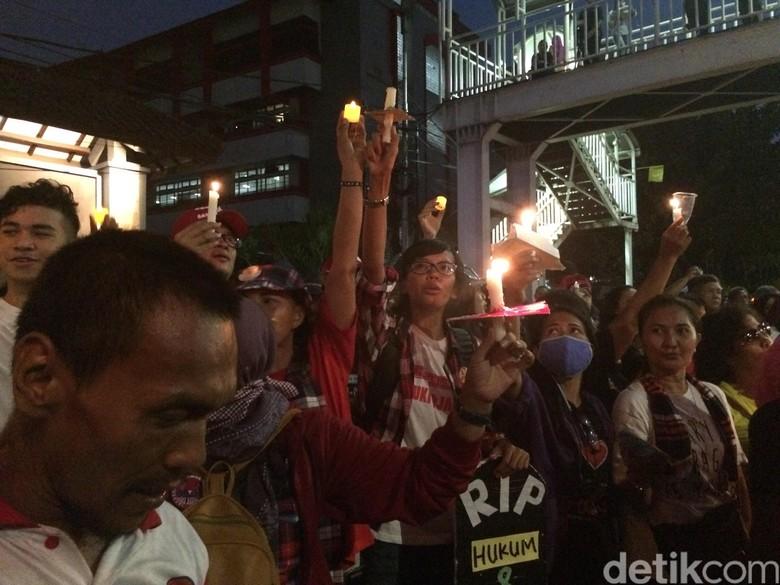 Polisi Kembali Bubarkan Aksi Massa Pro-Ahok di PT DKI