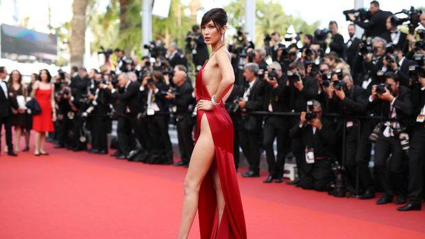 Di Festival Film Cannes 2016, insiden gaun tersingkap juga menimpa Gigi Hadid.
