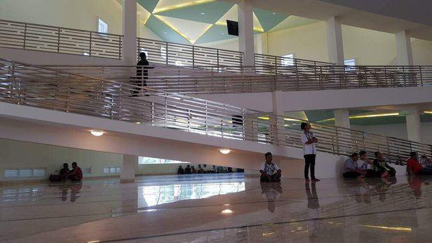 Masjid ini diklaim terbesar di rest area se-Indonesia.