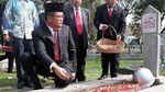 Peringati Harkitnas, Menkominfo Tabur Bunga di TMP