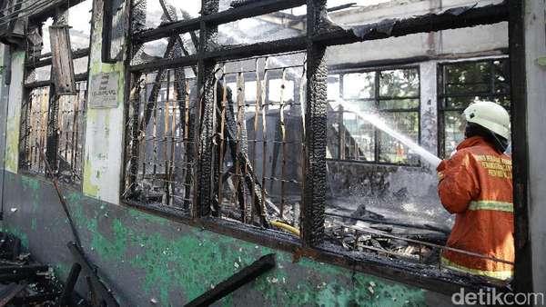 Ruangan Terbakar, Stasiun Klender Tak Layani Penumpang hingga Besok