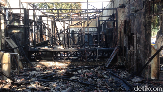 Kebakaran di Stasiun Klender.