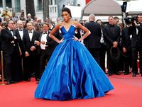 Foto: Model Berkulit Belang Curi Perhatian di Red Carpet Cannes