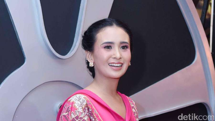 Shandy Aulia Berbikini di Bali, Wulan Guritno Tetap Seksi