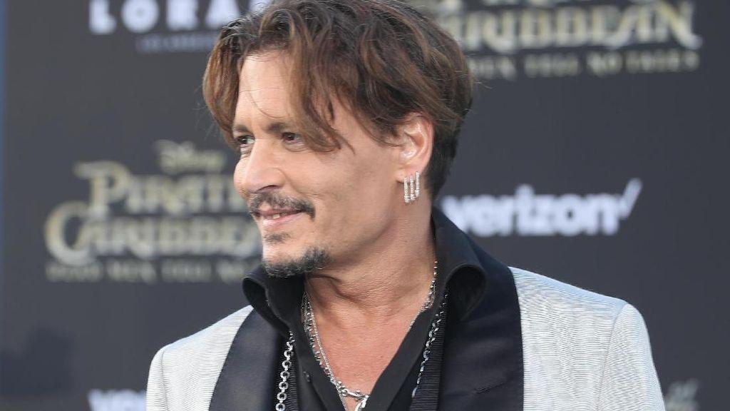Johnny Depp Disebut Pacaran dengan Dancer Berusia 20 Tahunan